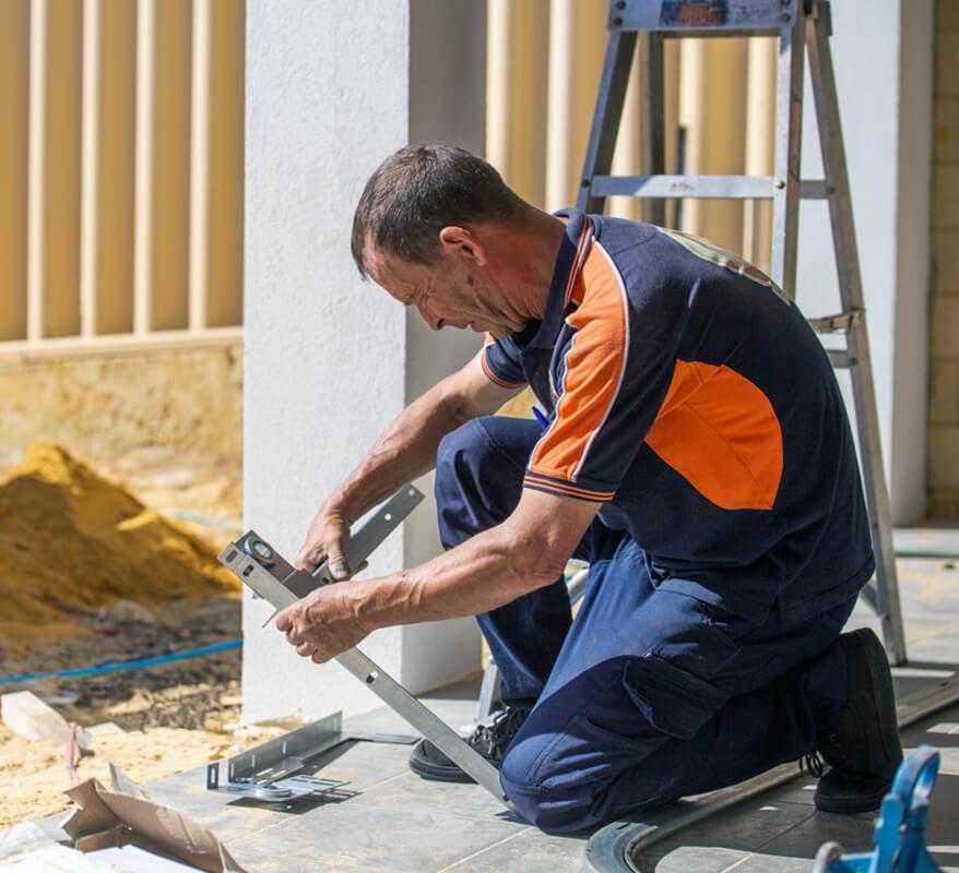 Garage Door Serviceman in Perth